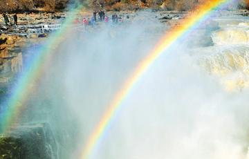 黃河壺口瀑布現雙彩虹