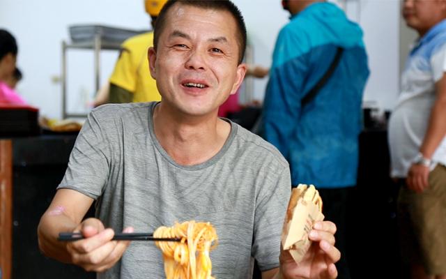 陜西飲食文化中,最豐富、最有智慧、最有地方特點的是各種各樣的小吃。
