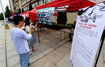 中國·商洛(洛南)首屆國際涂鴉大賽徵集活動走進西安培華學院