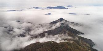 雲霧繚繞南宮山
