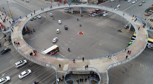 西安市第一座環形人行天橋19日拆除