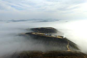 陜西吳起:晨起雲霧繚繞 黃土高原霧鎖山頭