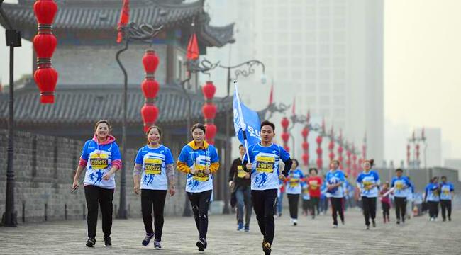 馬拉松——2018西安城墻秋季半程馬拉松賽開跑