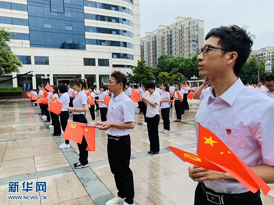 長慶石油人傳遞國旗 快閃祝福祖國