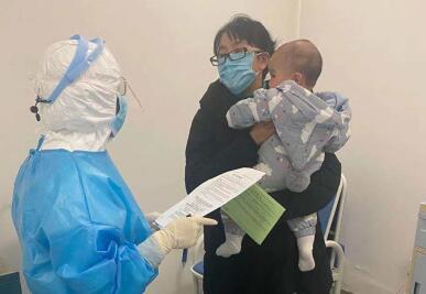是母親也是醫生 哺乳期媽媽堅守疫情防控一線