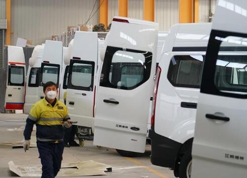 西安:負壓救護車生産忙
