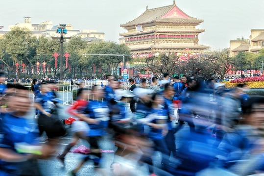 2020西安(融創)馬拉松賽鳴槍開跑