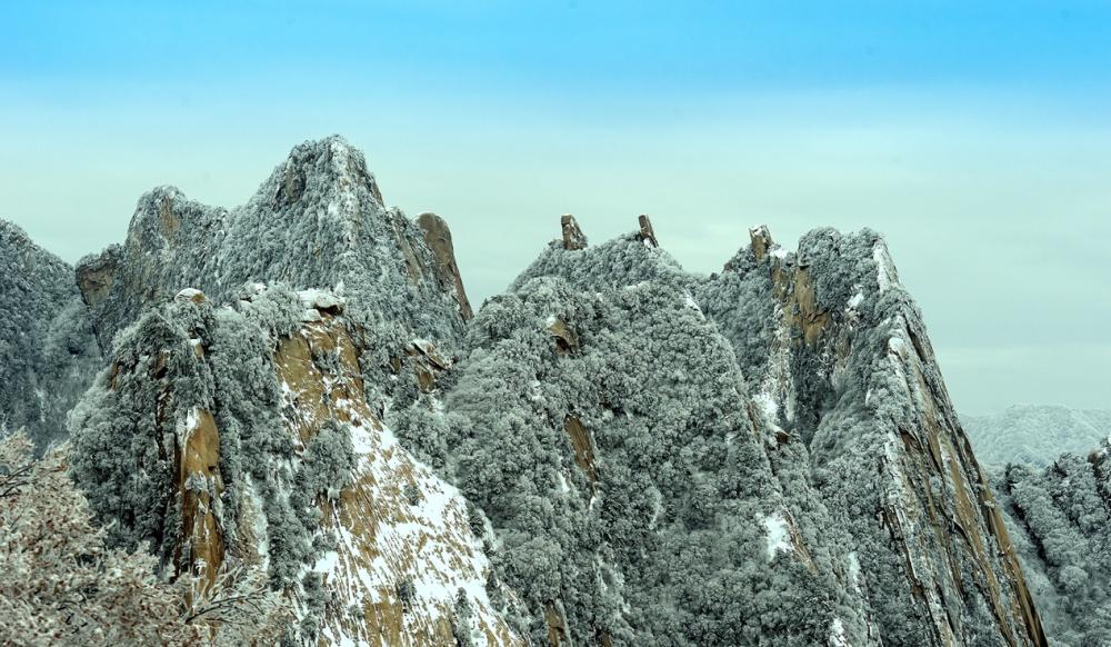 華山迎來初冬第一場雪 雪景宛如人間仙境