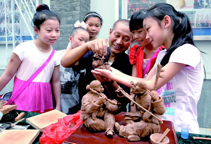 民间艺人讲泥塑制作方法