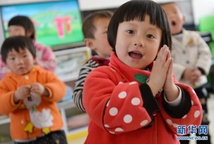 陕西省志丹县金丁镇胡新庄社区幼儿园中班的孩子在上课
